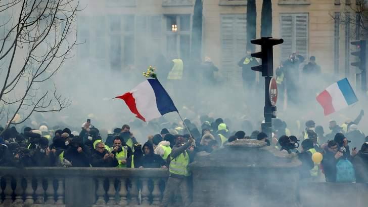 لليوم الثاني.. فرنسا تعيش أسوأ إضرابات واحتجاجات منذ عقود