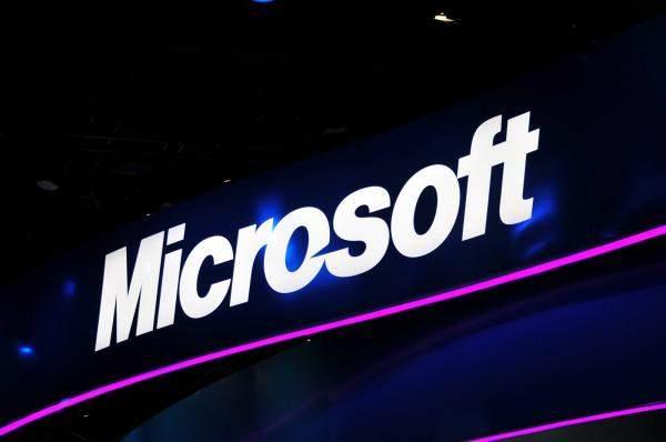 """""""مايكروسوفت"""" تعتزم طرح حاسوب لوحي منخفض التكلفة ينافس """"آيباد"""""""
