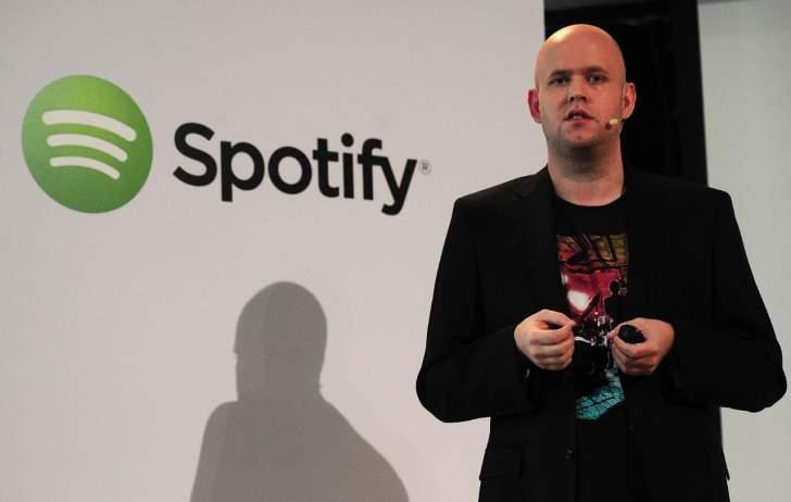 """عائلة """"كرونكي"""" المالكة لنادي"""" أرسنال"""" ترفض عرض مؤسس """"Spotify"""" شراء النادي بـ 2.8 مليار دولار"""
