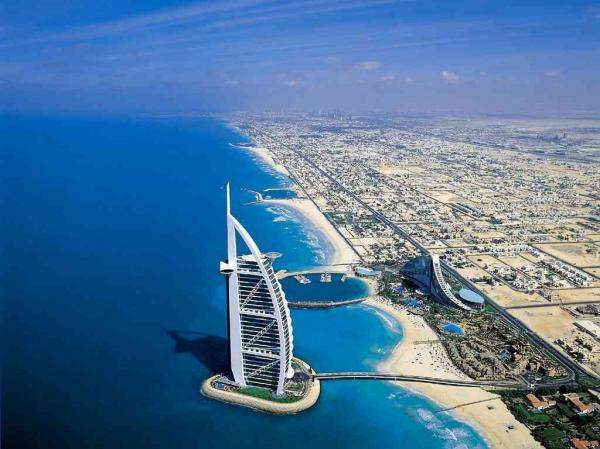 """""""صندوق النقد الدولي"""" يتوقع نمو اقتصاد الإمارات بنسبة 3.3% خلال 2020"""