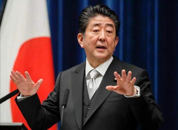 رئيس وزراء اليابان يجري تعديلا وزاريا قبل رفع ضريبة الاستهلاك