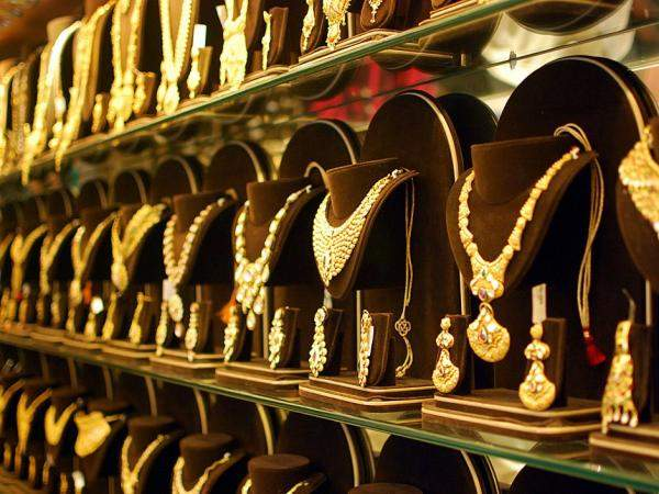تجار: تحسن محدود في شراء هدايا المشغولات الذهبية بأوزان صغيرة في الأسواق الاماراتية