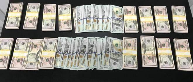 إحباط محاولة تهريب 100 ألف دولار مزيف إلى تركيا وتوقيف المهرّب