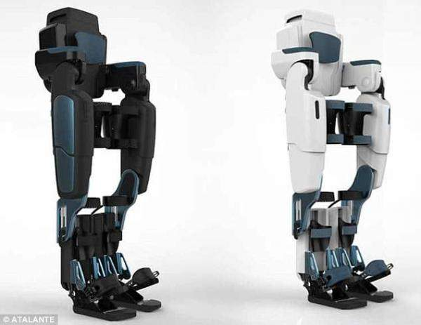 """Wandercraft"" الفرنسية تطور بدلة روبوتية تمكن مرضى الشلل من المشي"
