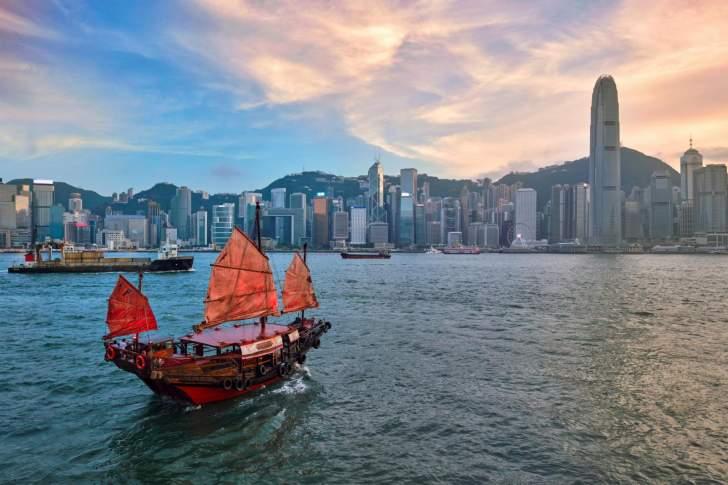 وزارة التجارة الأميركية تعلق معاملتها التفضيلية لهونغ كونغ