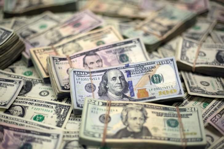 الدولار يعود للتراجع مع انخفاض عوائد السندات الأميركية