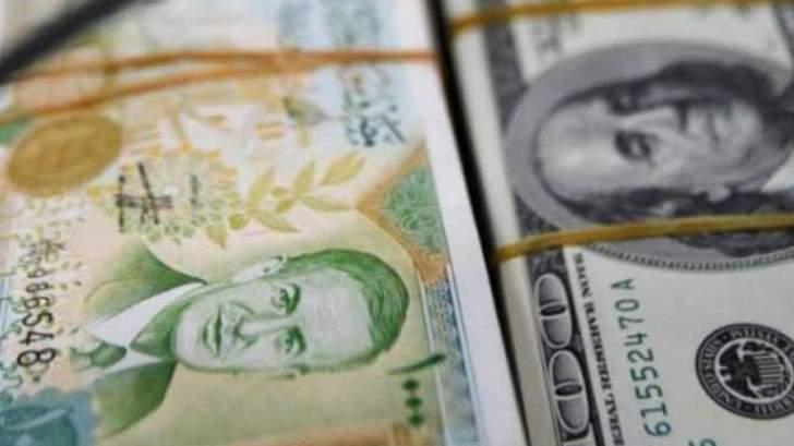 تراجع مستمر لليرة السورية لتصل إلى اعتاب 950 للدولار