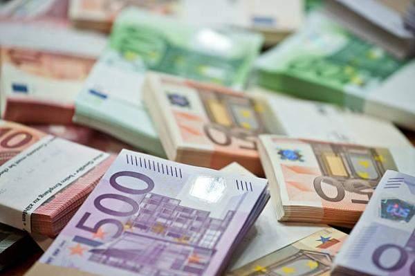 اليورو يهبط بنسبة 0.42% إلى 1.127 دولار