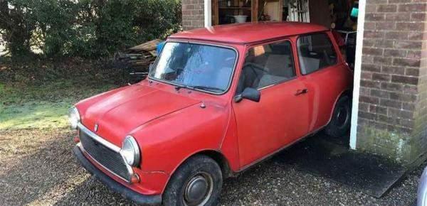 رجل اشترى بالصدفة عبر الانترنت سيارة جدته المسروقة منذ 25 عاما!