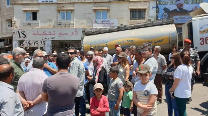 مربو الابقار اعتصموا في حلبا: القطاع يعاني من من تدهور في أسعار الحليب الطازج