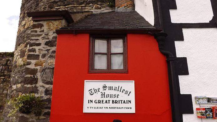 بمساحة 1.7 أمتار... تعرف الىأصغر منزل في بريطانيا!
