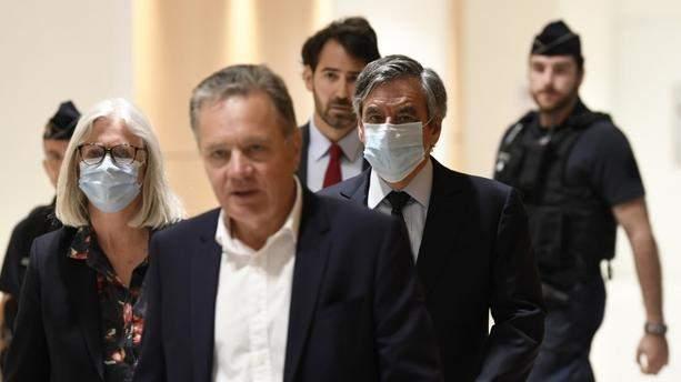 الحكم على رئيس الوزراء الفرنسي الأسبق وزوجته بالسجن بقضية وظائف وهمية