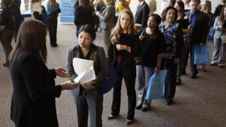 الإقتصاد الأميركي يُضيف 379 ألف وظيفة في شباط.. ومعدل البطالة يتراجع هامشيًا