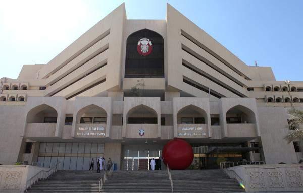 """""""بلدية أبوظبي"""" تتلف 2 طن من المواد الاستهلاكية منتهية الصلاحية"""
