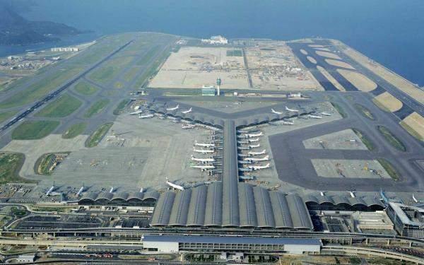 مطار هونغ كونغ: تعليق إجراءات تسجيل ركاب الرحلات المغادرة