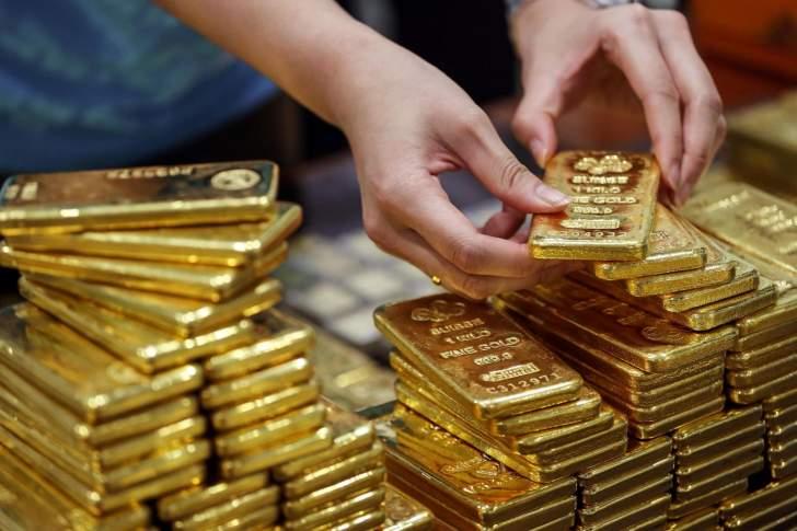 الذهب يرتفع مع توقف صعود الدولار.. العقود تسجل 1880 دولار للأوقية