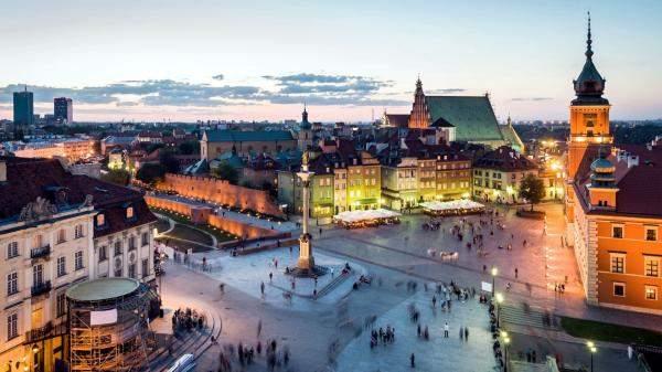 بولندا تعتزم زيادة الانفاق لإنعاش الاقتصاد المتعثر