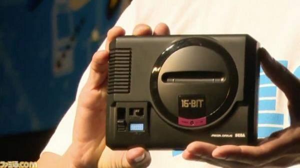 """جهاز ألعاب من """"سيغا"""" وهاتف """"موتورولا"""" جديد من الأسواق!"""