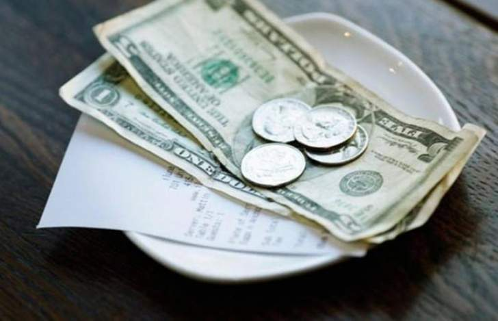 فاتورة مطعم بـ7.02 دولار وبقشيش بقيمة 3000 دولار!