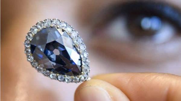 بيع ألماسة زرقاء تناقلتها عائلات مالكة لأجيال بـ6.7 مليون دولار