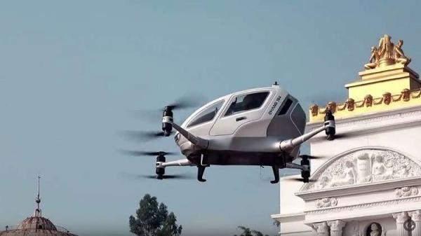 تعرفوا إلى التاكسي الطائر ذاتي القيادة والسيارة الكهربائية الفضائية!
