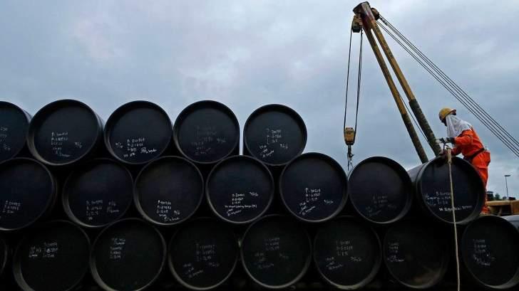 النفط يسجل خسائر للجلسة الثالثة.. انخفض 3% منذ بداية الأسبوع