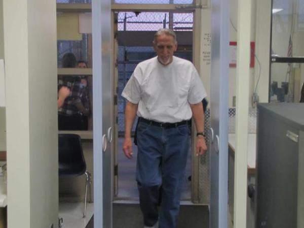 حصل على 21 مليون دولار بعمر 71 عاما بعد 40 سنة على سجنه!