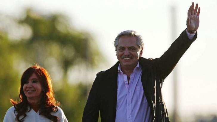 """رغم تلقيه اللقاح الروسي.. رئيس الأرجنتين يعلن إصابته بـ""""كورونا"""""""