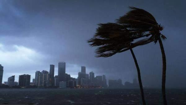 """الإعصار """"فلورنس"""" قد يتسبب بخسائر بقيمة 170 مليار دولار في الولايات المتحدة"""