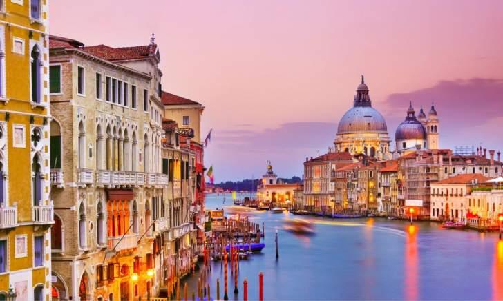 إيطاليا تتوقع ارتفاع عدد السياح هذا الصيف بنسبة 20 %