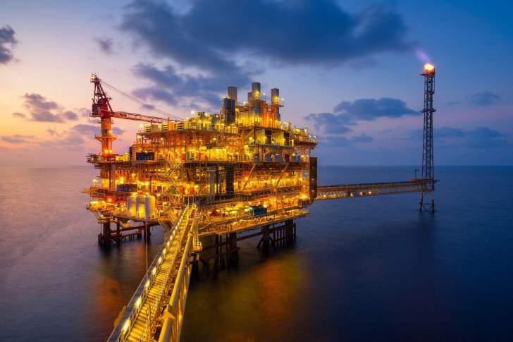 وكالة الطاقة: أميركا تجاوزت السعودية كأكبر مصدِّر للنفط لفترة وجيزة