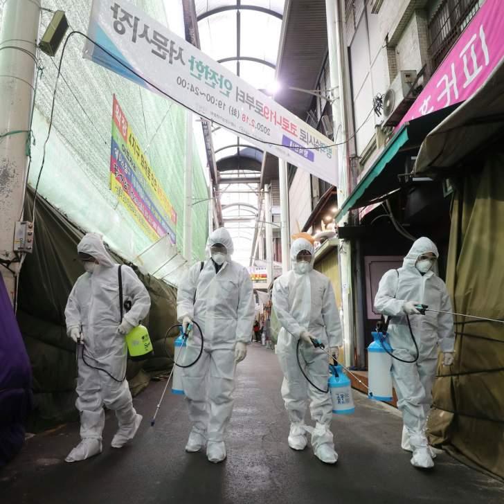 """كوريا الجنوبية تعيد فرض بعض قيود التباعد الاجتماعي لوقف انتشار """"كورونا"""""""