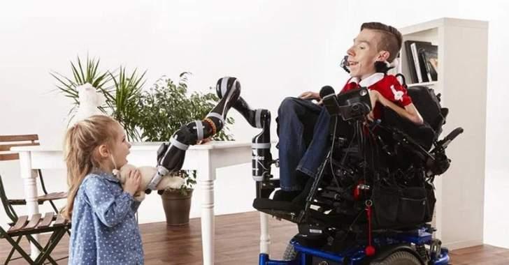 """""""JACO"""" ذراع آلية لتحسين نوعية حياة مستخدمي الكراسي المتحركة"""