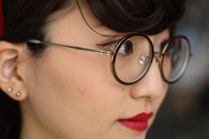 شركات يابانية تمنع النساء من ارتداء النظارات