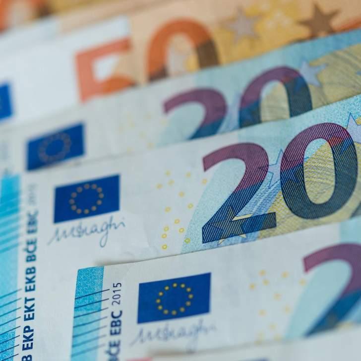 اليورو يستقر عند أدنى مستوى منذ عام 2017 أمام الدولار