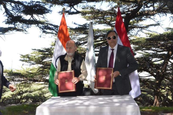 توقيع مذكرة تفاهم بين السفير الهندي في بيروت ورئيس محمية أرز الشوف لدعم مشروعين بيئيين