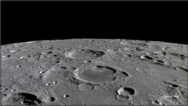700 ألف دولار ثمن 3 قطع صغيرة من سطح القمر!
