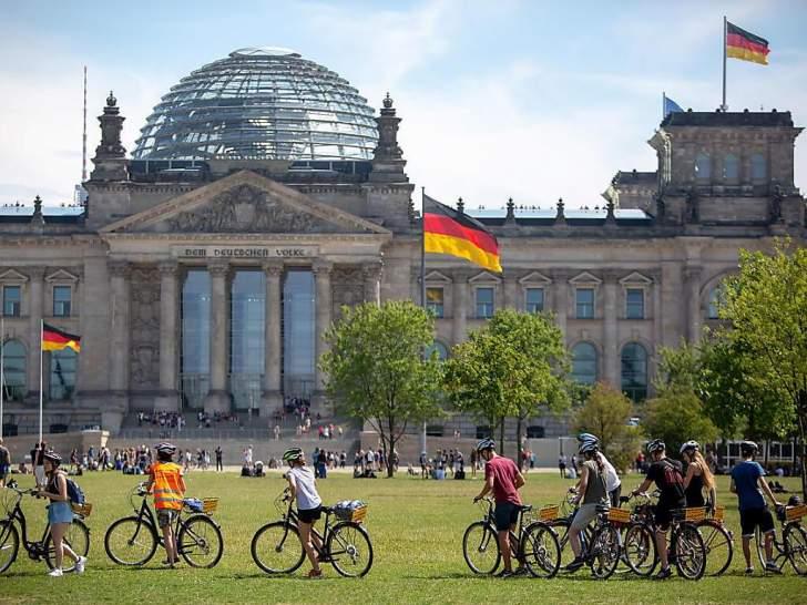 """معهد """"إيفو"""" يتوقّع انكماش الاقتصاد الألماني بنحو 20 % في العام الجاري"""