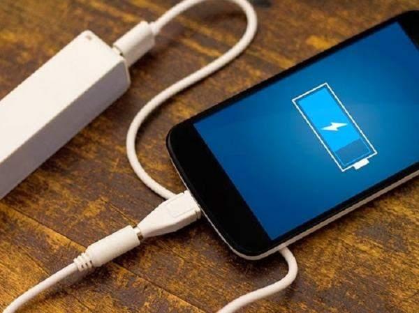 """Smart Charger"" لبناني الصنع .. يطيل عمر البطارية ويحدّ من إمكانية إحتراق الهاتف"