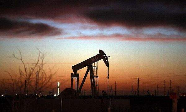 """النفط يوسع مكاسبه لأكثر من 4% قبيل قرار تحالف """"أوبك+"""""""