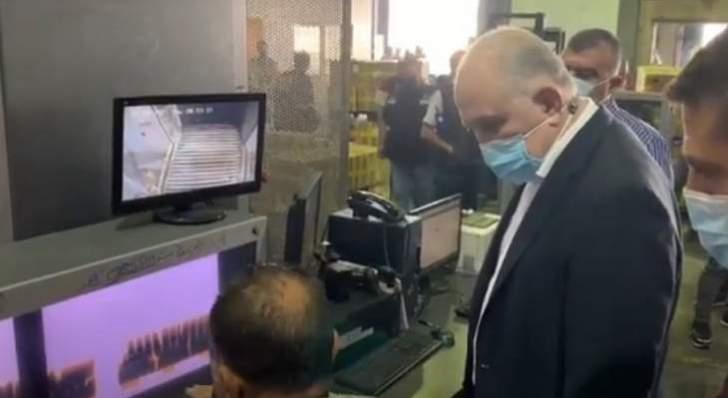 وزير الداخلية يتفقد منطقة الشحن في مطار بيروت
