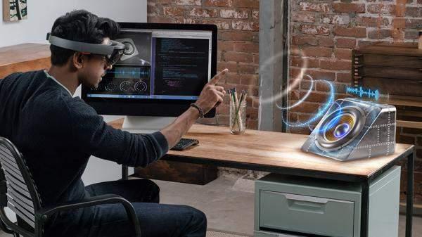 """الذكاء الصناعي يجتاح الأجهزة الجديدة وإصدار هاتف """"Honor 10"""" وخوذة """"HoloLens"""" بات قريب!"""